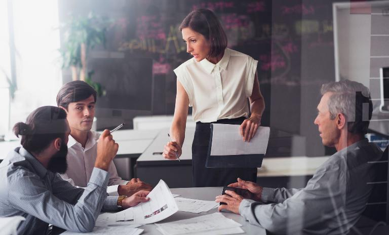 Der Boom ist zu Ende, in vielen Unternehmen ist Sparen angesagt. Kommunikation soll den Ernst der Lage und gleichzeitig Aufbruchsstimmung vermitteln.