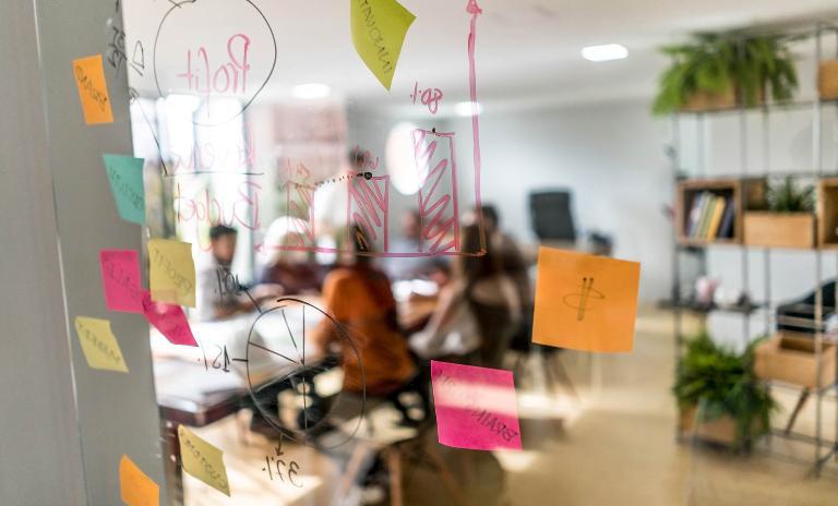 Aus kompliziert wird einfach – und alle profitieren: Kunden durch bessere Produkte und Services, Unternehmen durch effizienten Betrieb und schlankere Organisation.