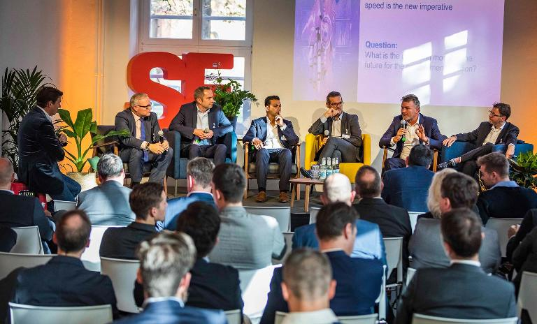 Adaption is the new normal: Innogy's Ulrich Piepel (speaking) and a panel of CPOs discuss digital challenges for procurement.