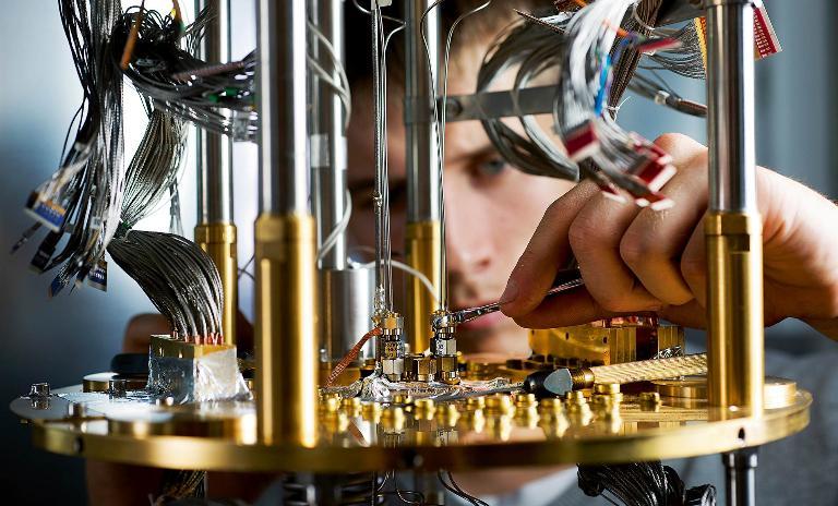 Hohe Erwartungen: Noch ist unklar, ob Quantencomputer – wie hier das D-Wave-System – dem Hype um sie gerecht werden.