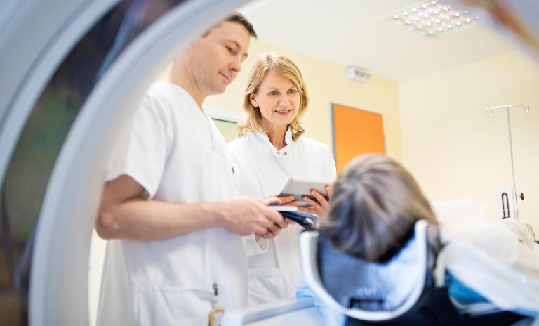 Ärzte behandelt eine Patient